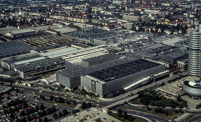 Blick vom Olympiaturm: BMW-Werkshallen München 1982