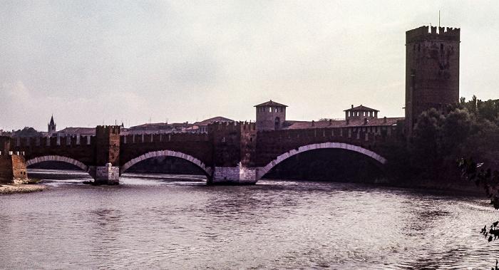 Centro Storico (Altstadt): Etsch (Adige), Ponte Scaligero (Skaligerbrücke), Castelvecchio Verona 1982