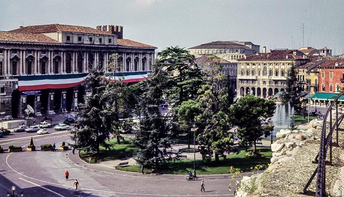 Blick von der Arena di Verona: Centro Storico (Altstadt) mit der Piazza Brà und dem Palazzo della Gran Guardia Verona 1982