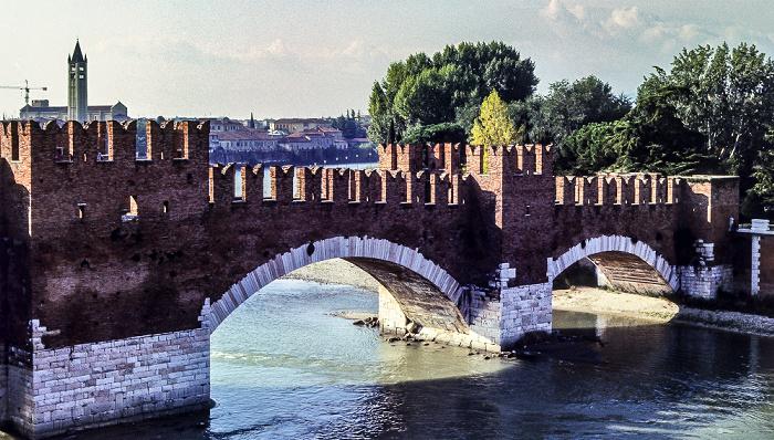 Blick aus dem Castelvecchio: Etsch (Adige), Ponte Scaligero Verona 1982