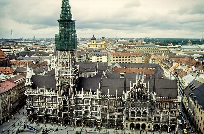 Blick von St. Peter (Alter Peter): Neues Rathaus München 1983