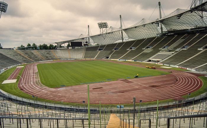Olympiastadion: Gegentribüne, Südkurve, Haupttribüne München 1983