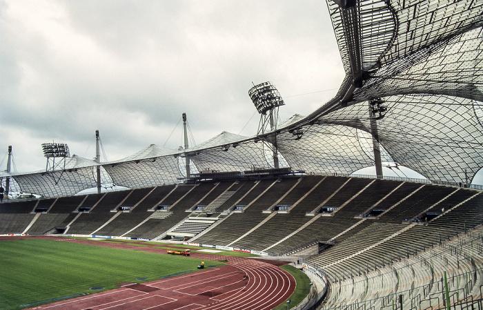 Olympiastadion: Haupttribüne, Nordkurve München 1983
