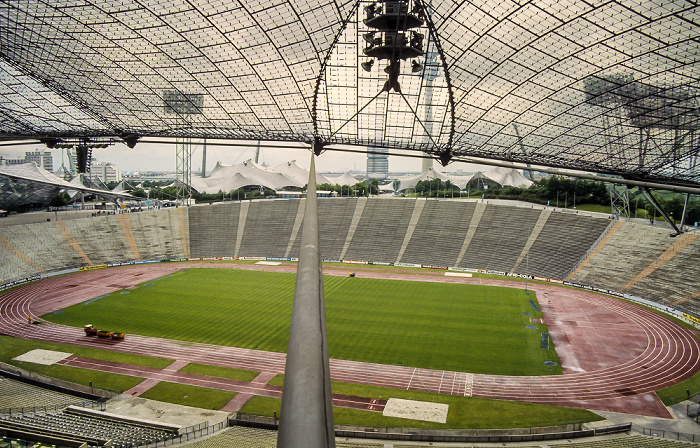 Olympiastadion: Nordkurve, Gegentribüne München 1983