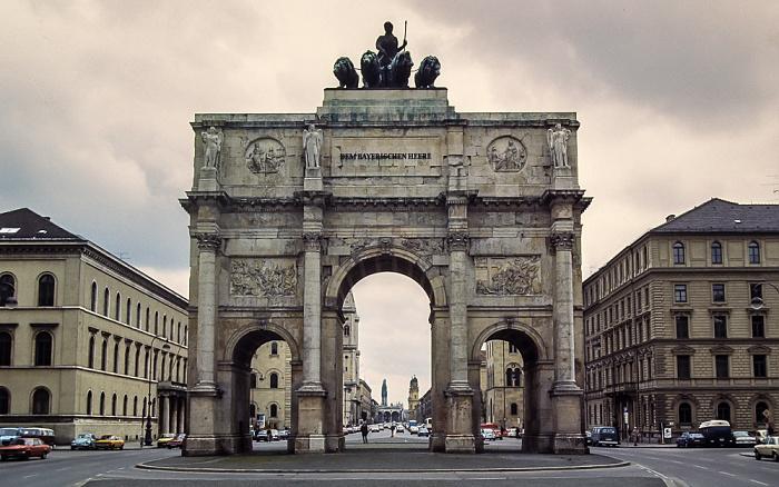 Leopoldstraße: Siegestor München 1983