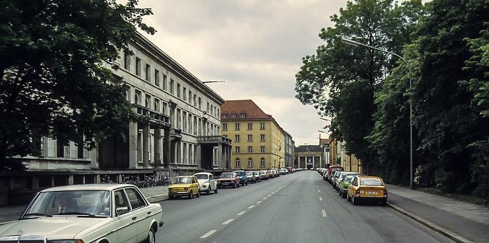 Katharina-von-Bora-Straße: Münchner Haus der Kulturinstitute (ehem. Verwaltungsbau der NSDAP) München 1983