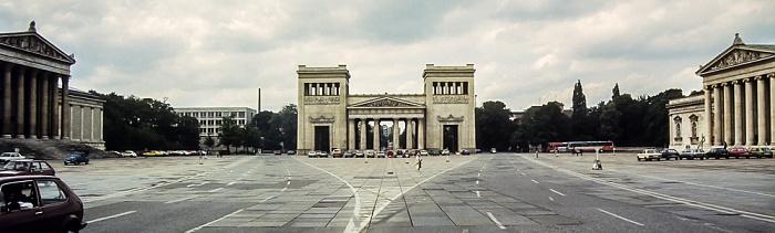 Maxvorstadt - Königsplatz (v.l.): Staatliche Antikensammlungen, Propyläen und Glyptothek München 1983