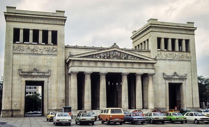 Maxvorstadt - Königsplatz (v.l.): Propyläen München 1983