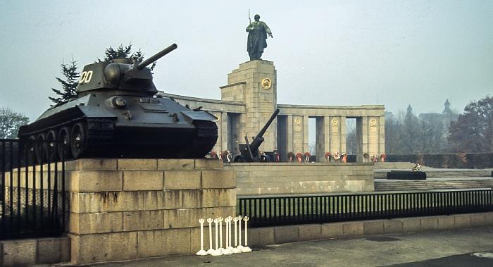 Sowjetische Ehrenmal im Tiergarten Berlin 1983