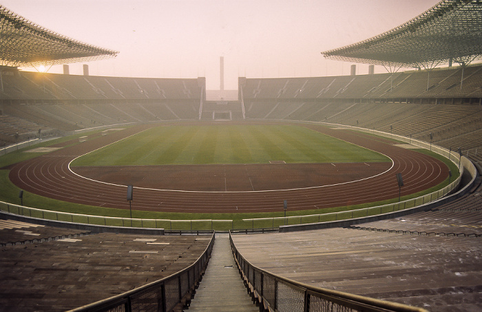 Olympiastadion: Innenraum mit roter Kunststofflaufbahn Berlin 1983