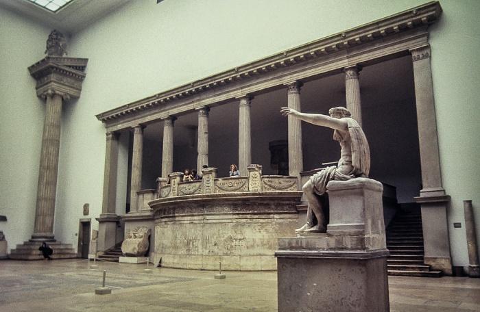 Pergamonmuseum: Halle des Trajaneums Berlin 1983