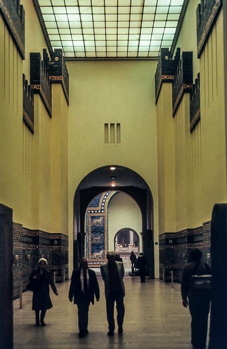 Pergamonmuseum: Ischtar-Tor und Prozessionsstraße von Babylon Berlin 1983