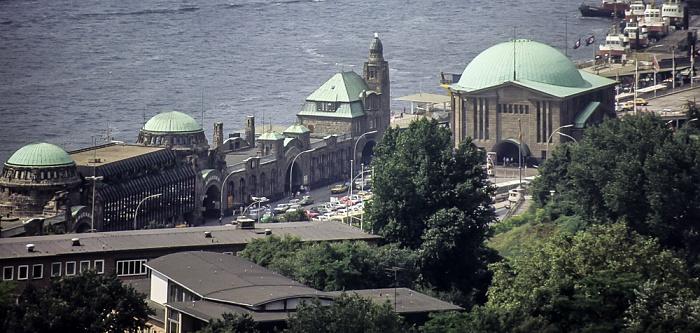Blick vom Turm der St.-Michaelis-Kirche (Michel): Elbe, St. Pauli-Landungsbrücken Hamburg 1984