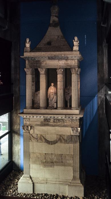 Römisch-Germanisches Museum: Pfeilergrabmal des Lucius Poblicius Köln 1984