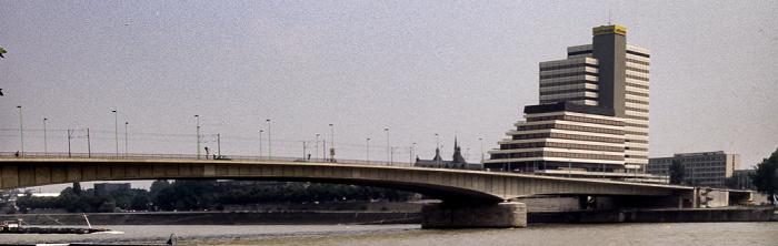 Rhein, Deutzer Brücke, Lufthansa-Zentrale Köln 1984