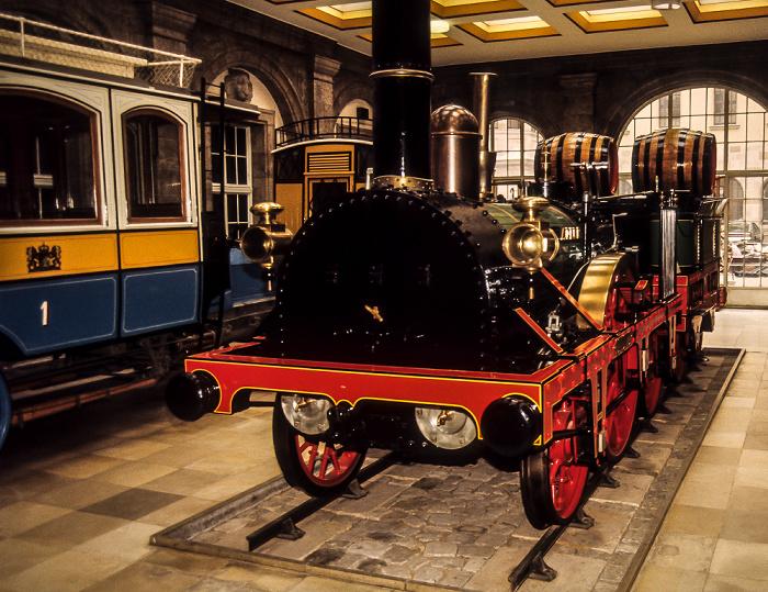 Verkehrsmuseum: Nachbildung des ersten deutschen Zuges mit der Lokomotive Adler Nürnberg 1984