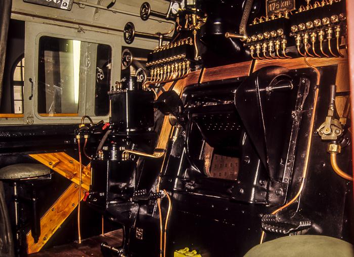 Verkehrsmuseum: Führerhaus einer Dampflokomotive Nürnberg 1984