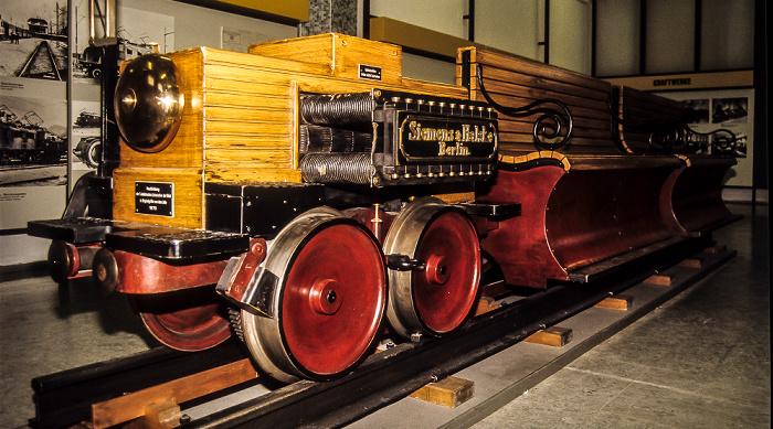 Verkehrsmuseum: Nachbildung des ersten elektrischen Zuges Nürnberg 1984