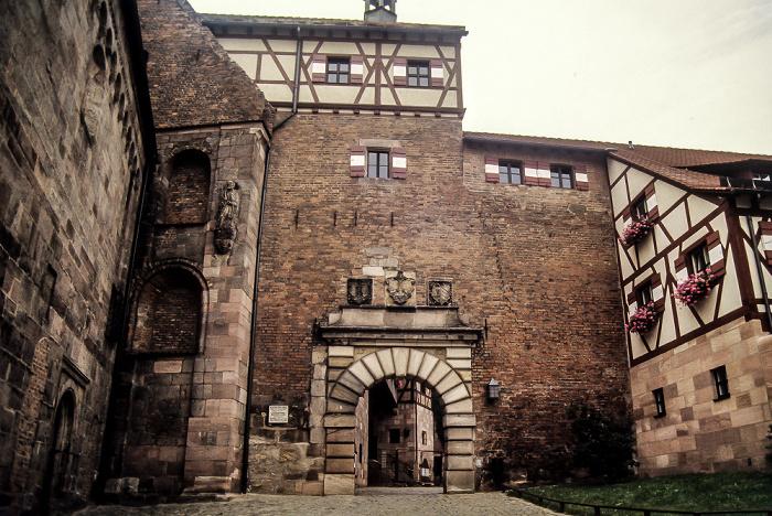 Burg: Inneres Burgtor Nürnberg 1984