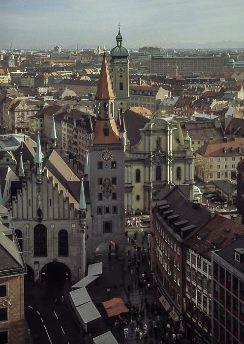 Blick vom Rathausturm (Neues Rathaus): Altes Rathaus, Heilig-Geist-Kirche München 1984
