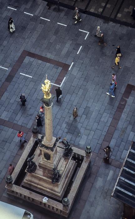 Blick vom Rathausturm (Neues Rathaus): Marienplatz mit Mariensäule München 1984
