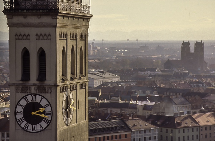 Blick vom Rathausturm (Neues Rathaus): St. Peter (Alter Peter) München 1984