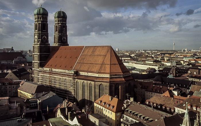 Blick vom Rathausturm (Neues Rathaus): Frauenkirche München 1984