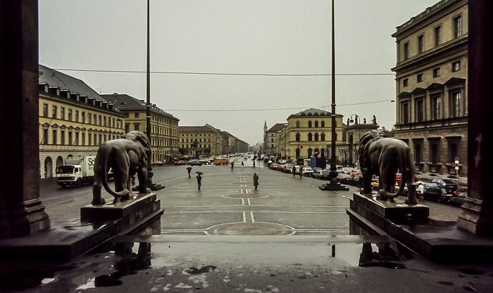 Blick von der Feldherrnhalle: Odeonsplatz, Ludwigstraße München 1984
