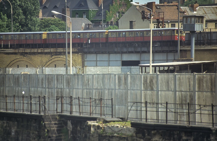 Berliner Mauer mit Wachturm, Berliner Stadtbahn Berlin 1985