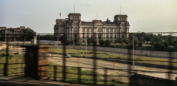 S-Bahn-Fahrt durch den Grenzstreifen zwischen West- und Ost-Berlin Berlin 1985