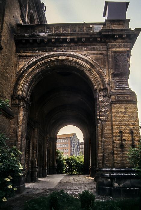 Kreuzberg: Askanischer Platz - Portalrest Neues Anhalter Tor des Anhalter Bahnhofs Berlin 1985