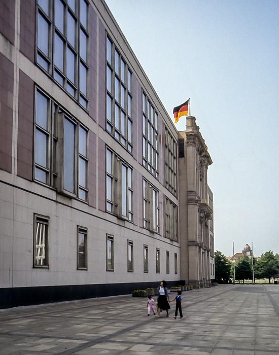 Marx-Engels-Platz: Staatsratsgebäude der DDR Berlin 1985