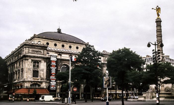 Place du Châtelet: Théâtre du Châtelet, Fontaine du Palmier Paris 1985