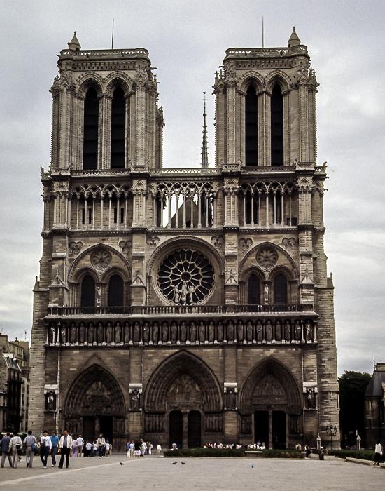 Île de la Cité: Parvis Notre-Dame - Place Jean-Paul-II, Notre-Dame de Paris Paris 1985