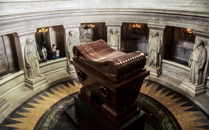 Dôme des Invalides (Invalidendom): Krypta mit dem Sarkophag Napoléons Paris 1985