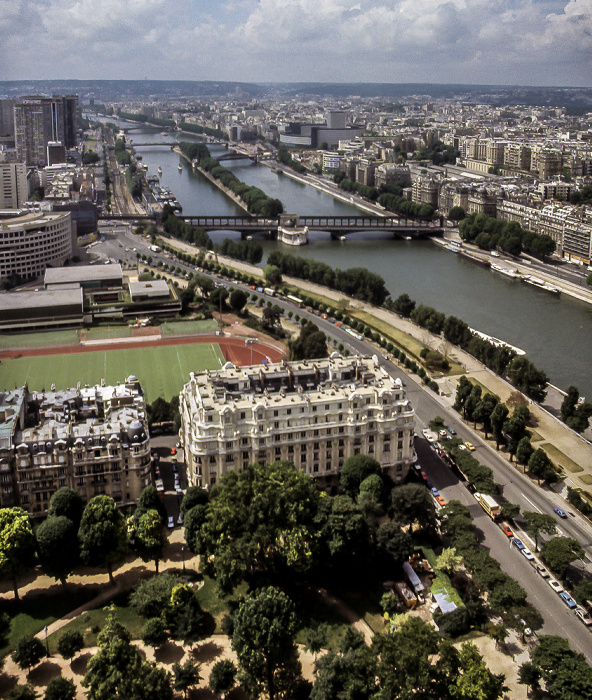Blick vom Eiffelturm (Tour Eiffel): Seine mit der Île aux Cygnes Paris 1985