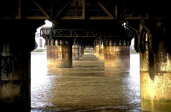 Bordeaux Eisenbahnbrücke über die Garonne