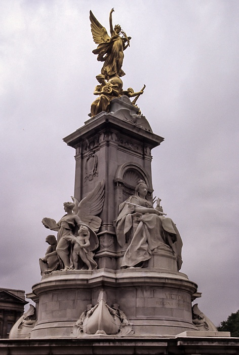 City of Westminster: Victoria Memorial London 1985
