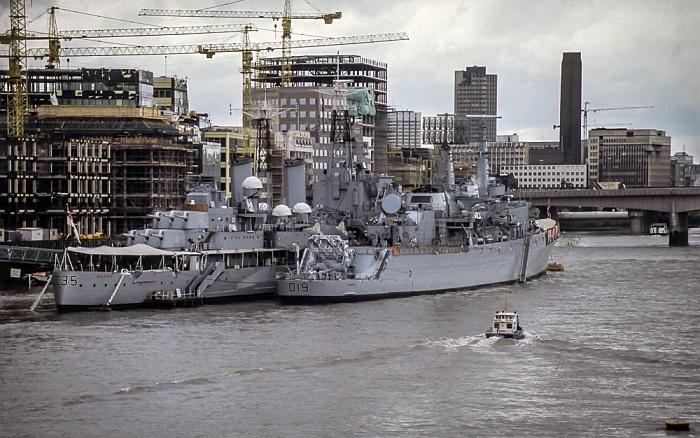 Kriegsschiffe auf der Themse London 1985