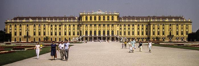 Schlosspark und Schloss Schönbrunn Wien 1985