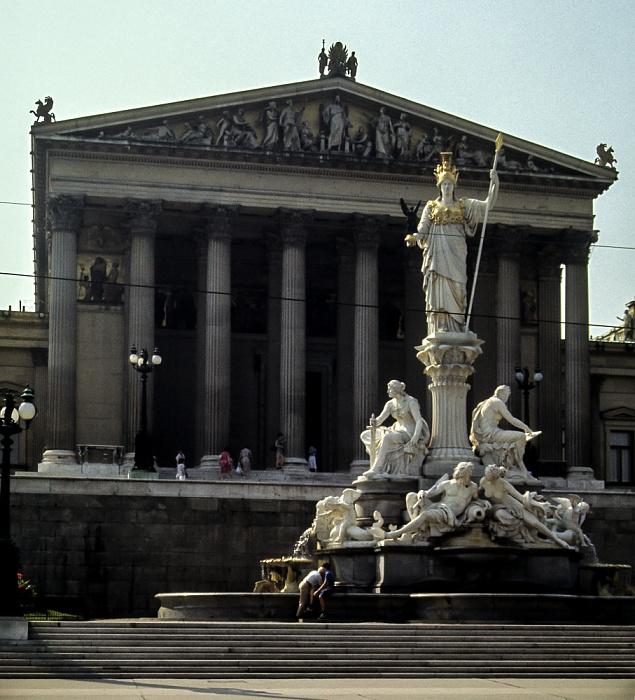 Innere Stadt: Wiener Ringstraße (Dr.-Karl-Renner-Ring) - Pallas-Athene-Brunnen und Parlamentsgebäude Wien 1985