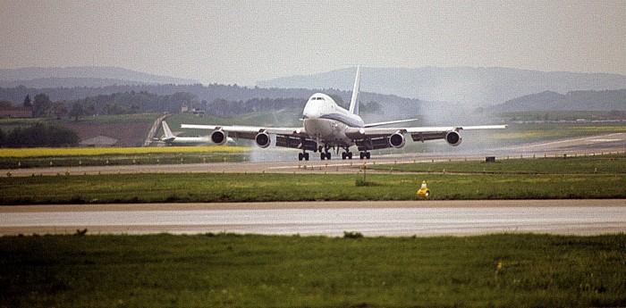 Flughafen Zürich-Kloten: Boeing 747 der Aerolíneas Argentinas Zürich