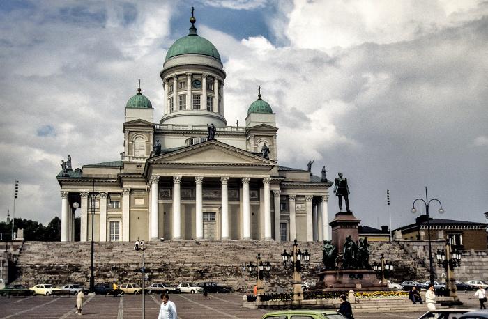 Kruununhaka: Senatsplatz (Senaatintori) mit dem Denkmal für Alexander II., Dom von Helsinki (Helsingin tuomiokirkko) Helsinki 1986