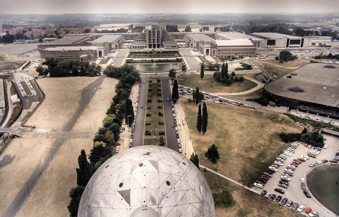 Brüssel Blick aus dem Atomium: Ausstellungshallen