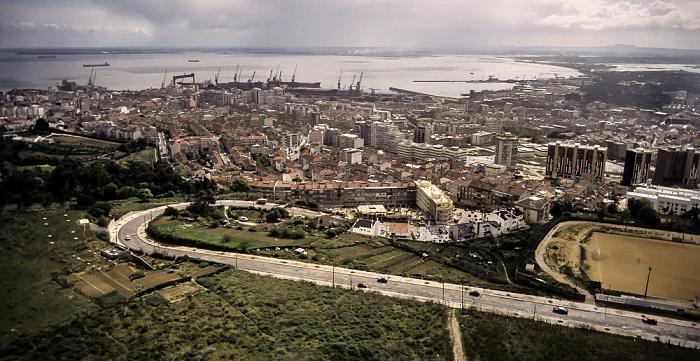 Blick vom Monumento Cristo Rei: Almada Lissabon 1988