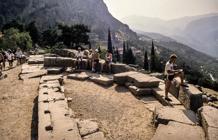Tal des Xeropotamos (Pleistos), Heiliger Bezirk von Delphi mit der Heiligen Straße und den Sieben Epigonen Heilige Straße