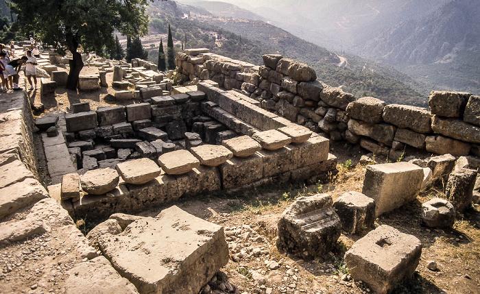 Tal des Xeropotamos (Pleistos), Heiliger Bezirk von Delphi mit der Heiligen Straße Heilige Straße