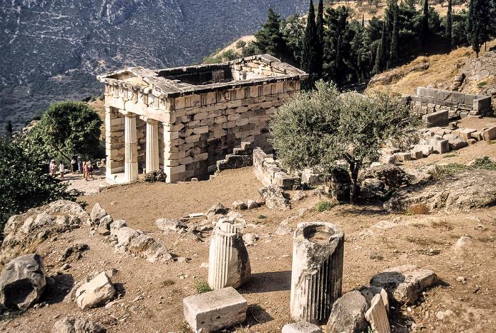 Heiliger Bezirk von Delphi: Schatzhaus der Athener Tal des Xeropotamos (Pleistos)
