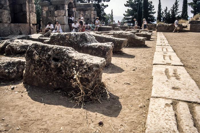 Delphi Stadion: Start und Ziel - Marmorplatten mit Rillen