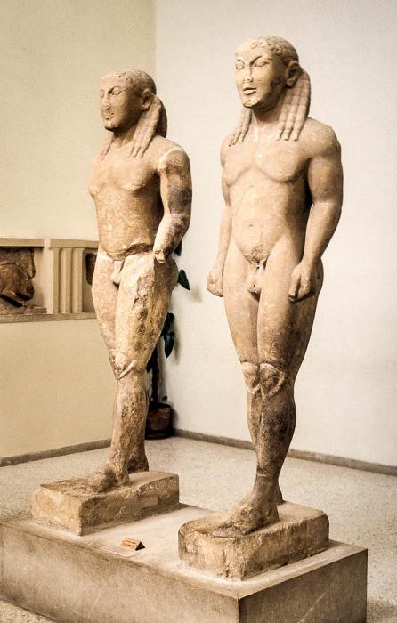 Archäologisches Museum Delphi: Statuen der Brüder Kleobis und Biton